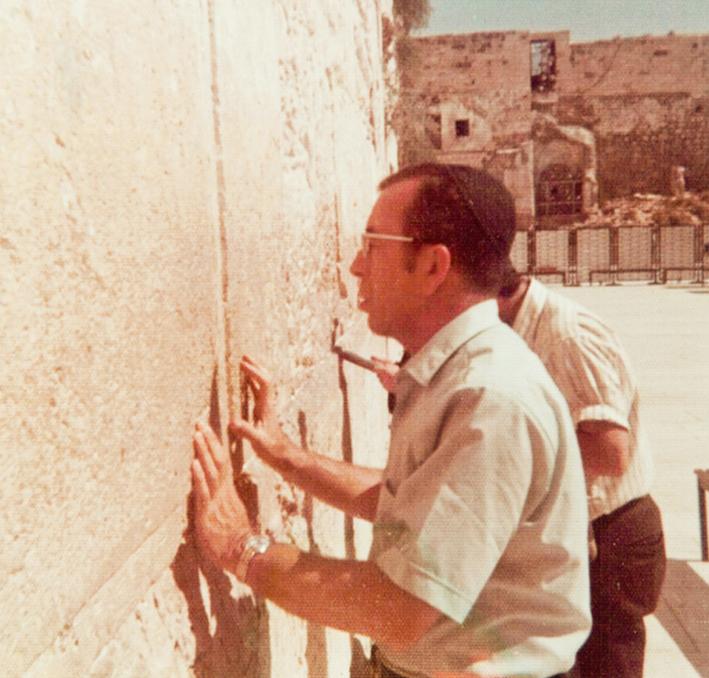 """Rabino Zvi Aryeh Rosenfeld z """"l rezando en el Kotel"""